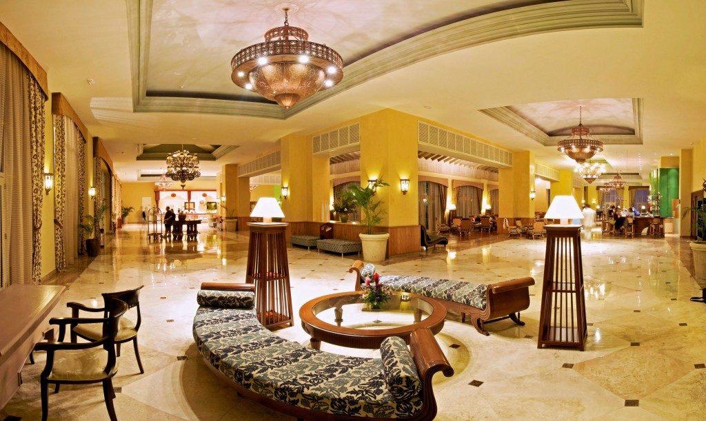 Nhà hàng, khách sạn ngay tại Roxana Plaza